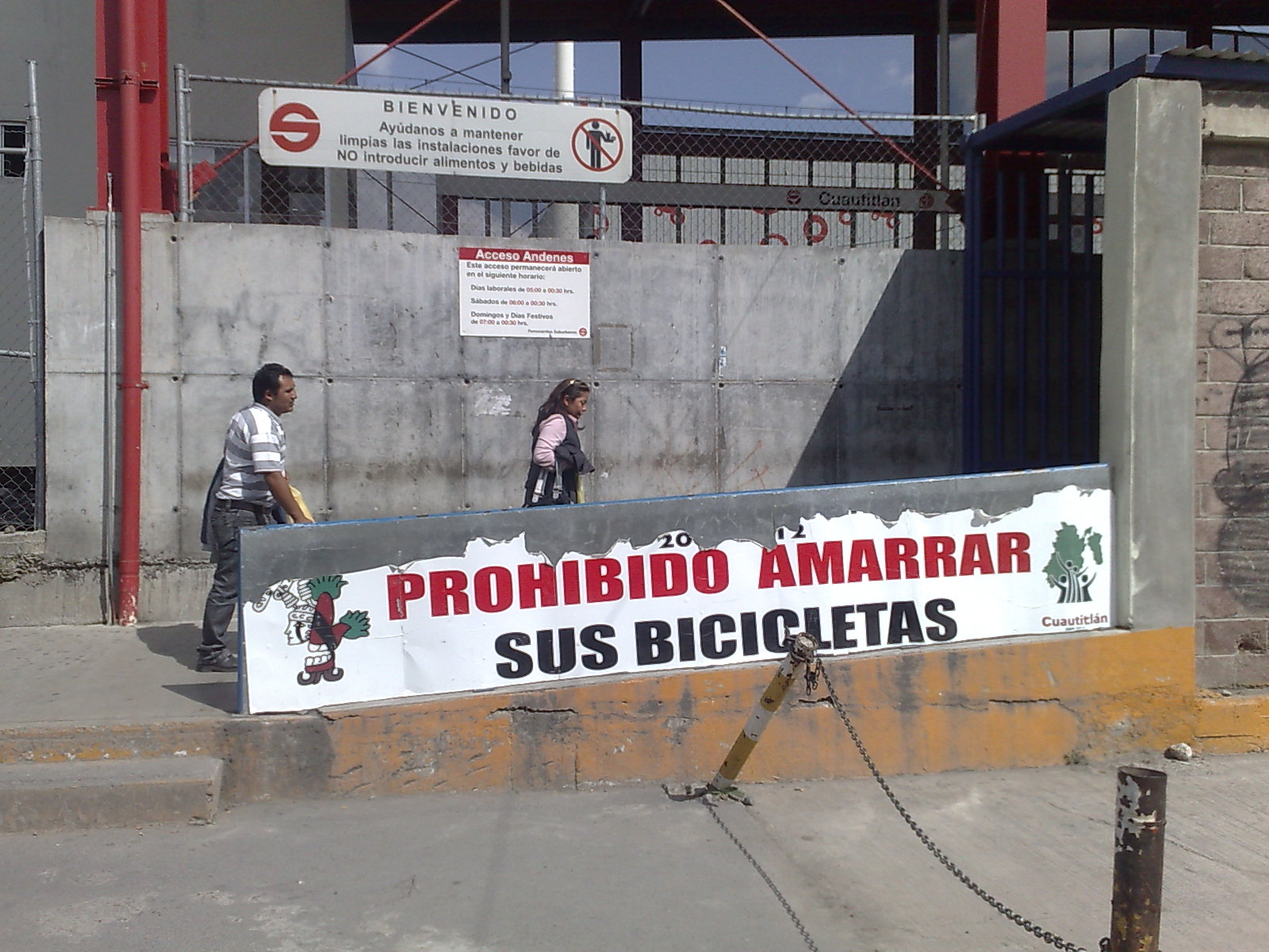 The worst part about the Suburban Train in Mexico City? Its entrance