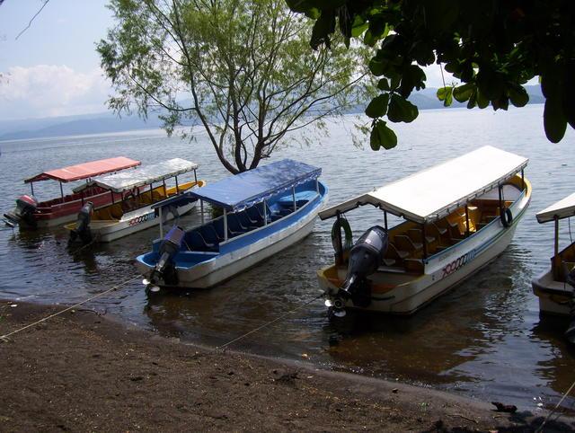 Extra-short stop by Laguna de Catemaco