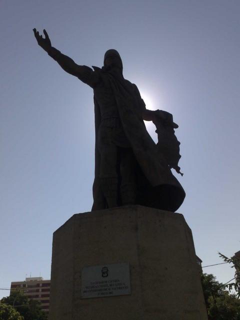Monument to Nezahualcóyotl on Av. de la Hispanidad