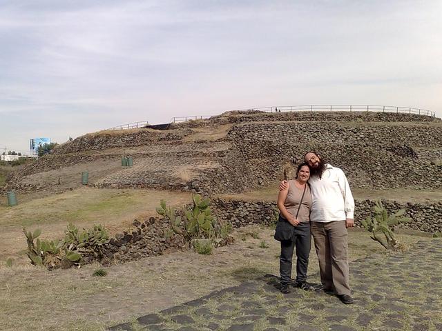 In Cuicuilco, with Regina, February 2010