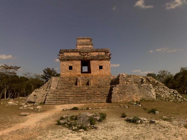 Dzibilchaltún's pyramid