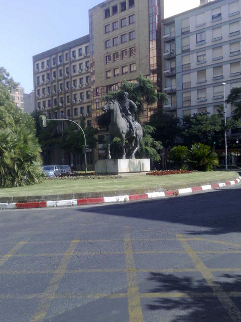 Roundabout heading the Hernán Cortés avenue