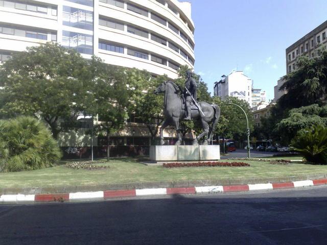 Roundabout heading the Hernán Cortés avenue