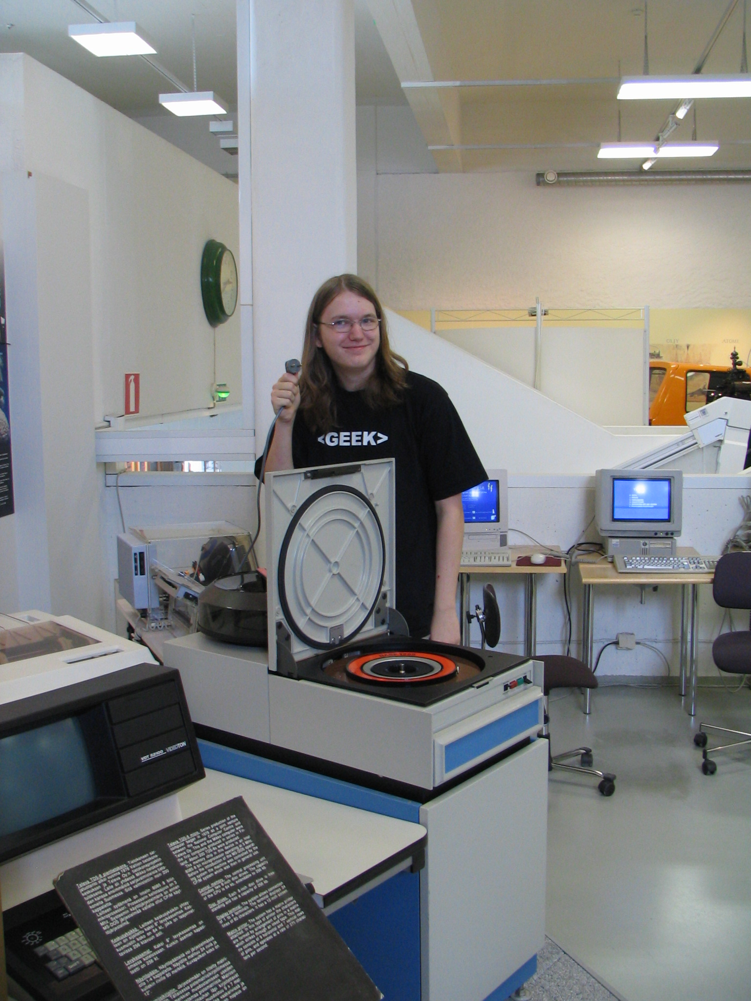 Tore, daring to connect the harddisk - Helsinki Museum of Technology