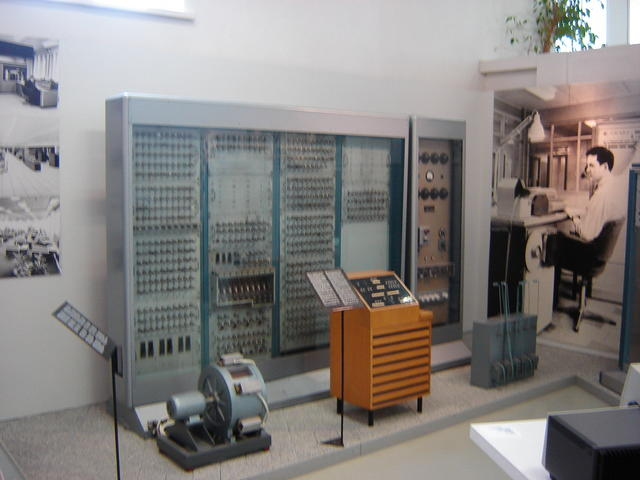 Finnish vaccum-tube computer, Helsinki Museum of Technology
