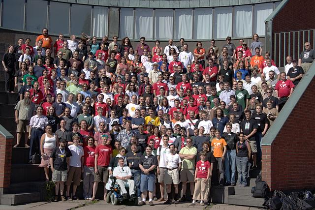 Official Debconf5 group picture