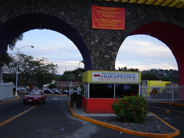 Entering Oaxtepec - Go through the leftmost gate