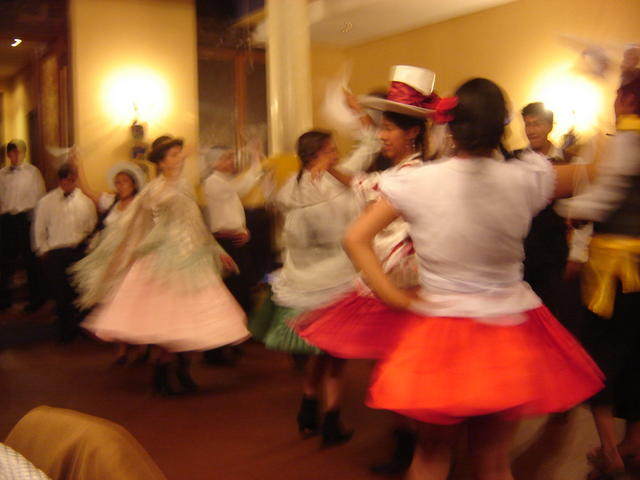 Showing each of the departments's way to dance a Cueca
