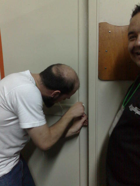 Luciano tries to open our workroom using his lockpicking set