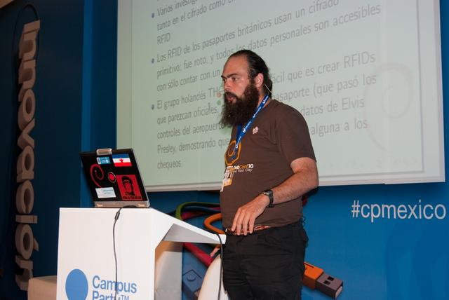 Giving my talk at CampusParty Mexico 2010