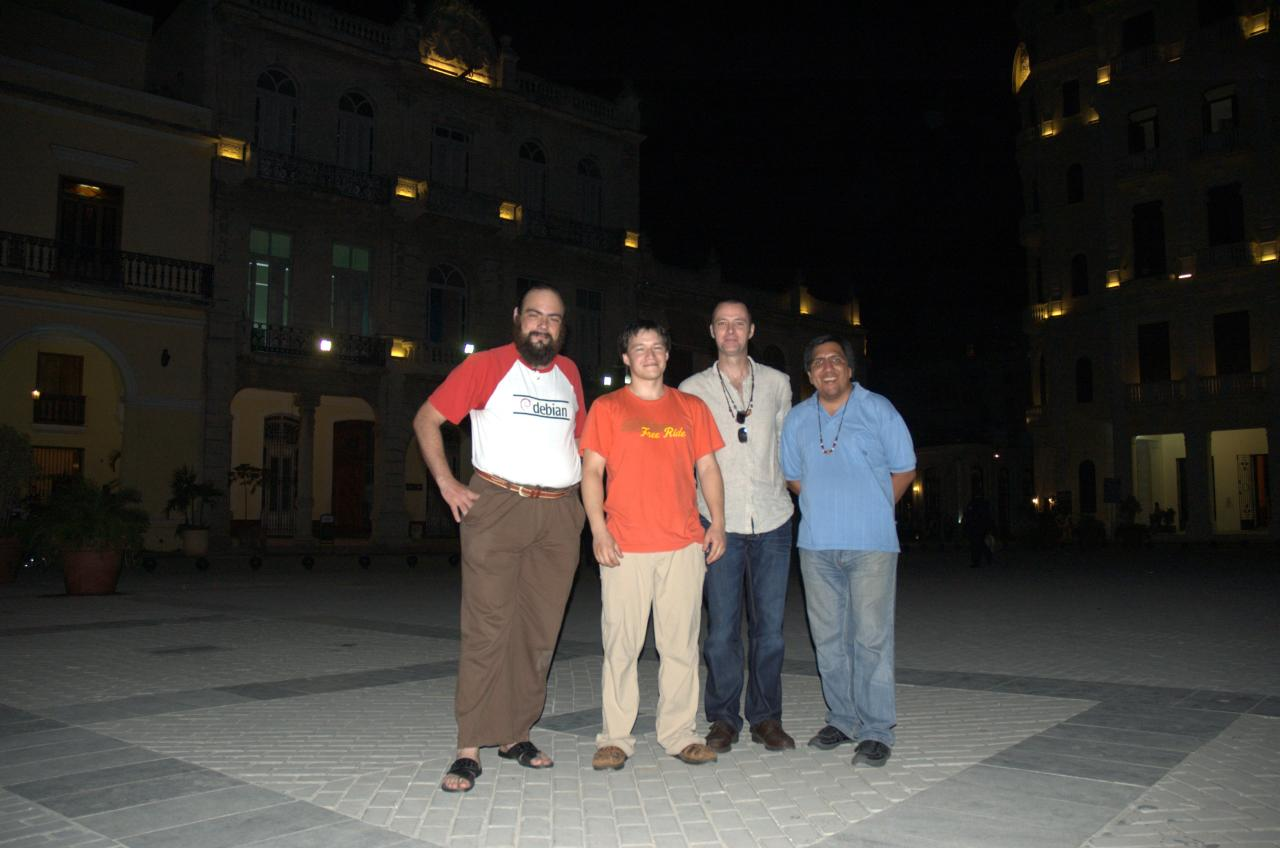 Old La Habana by night