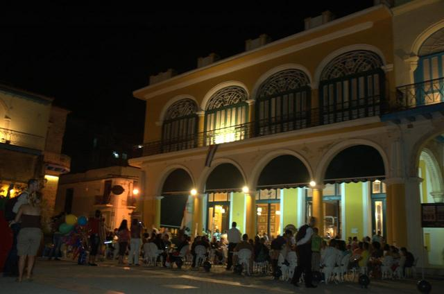 Old La Habana by night