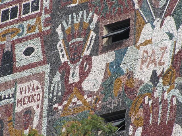 UNAM. Viva México, viva en paz.