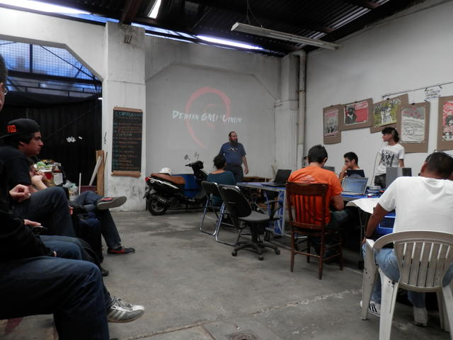 Starting my talk for Debian's 20th birthday at Rancho Electrónico