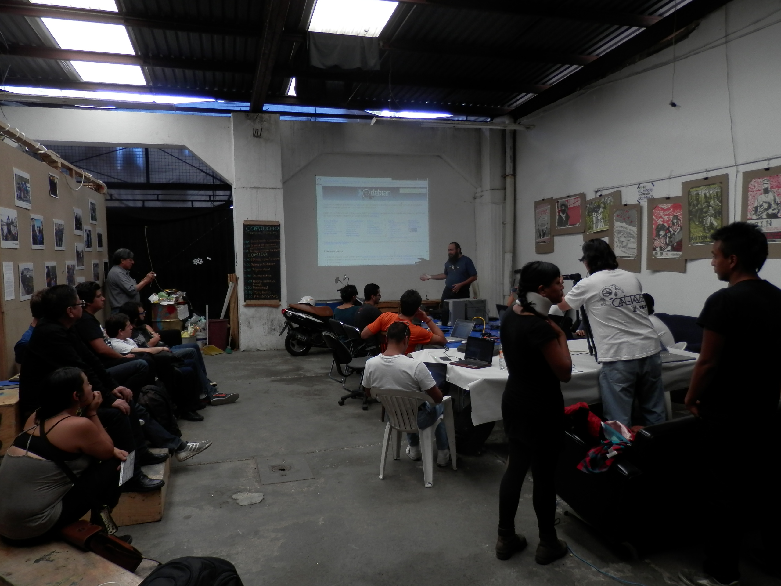 "During my ""how to contribute with Debian"" talk at Rancho Electrónico"