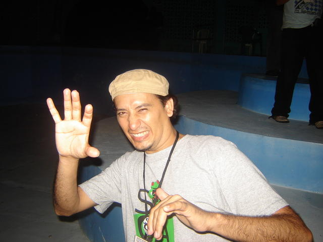 Celvin (Salvador) does some Mara Salvatrucha greetings
