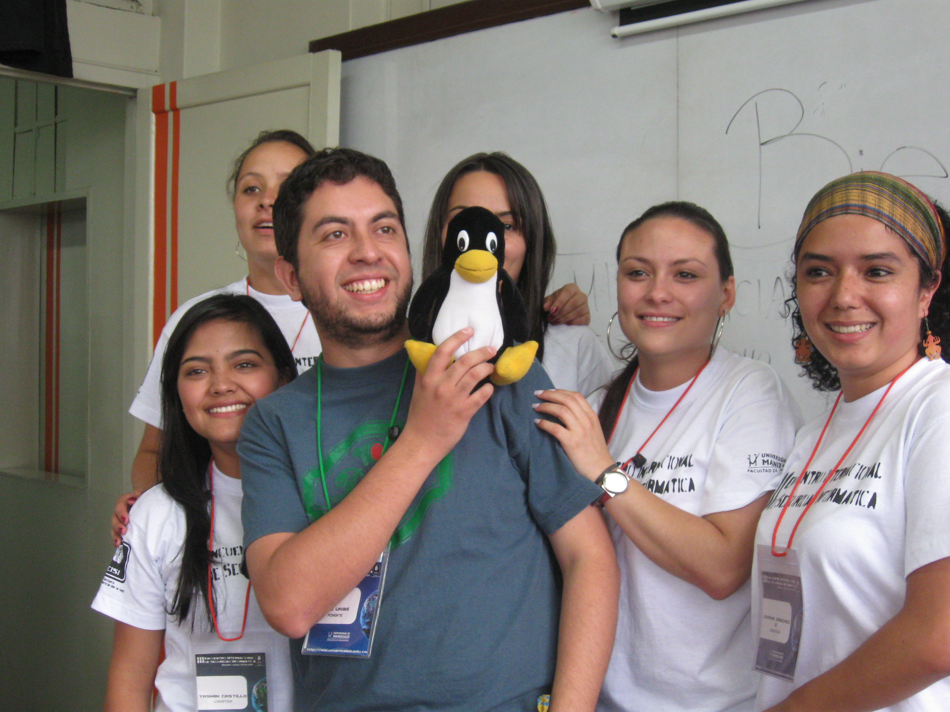 Luis, Tux and the nice Manizales hosts