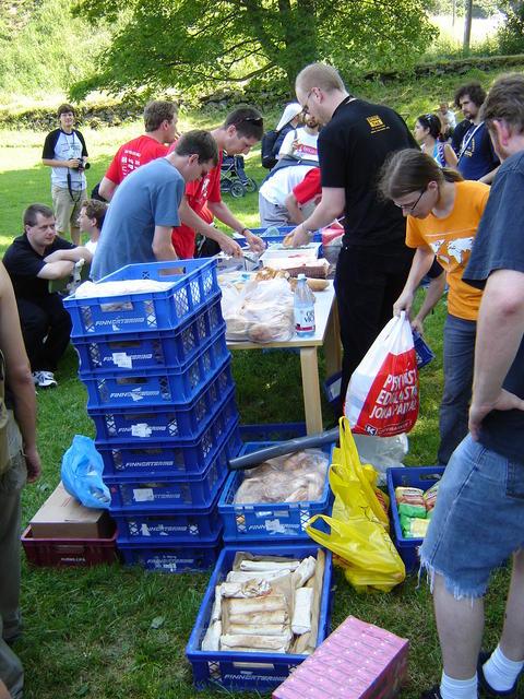 Getting the Suomenlinna picnic ready