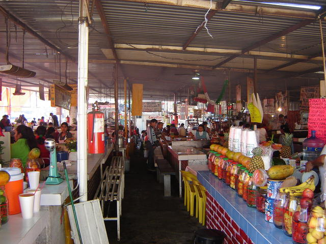 The market, ~150m away from the Oaxtepec entrance