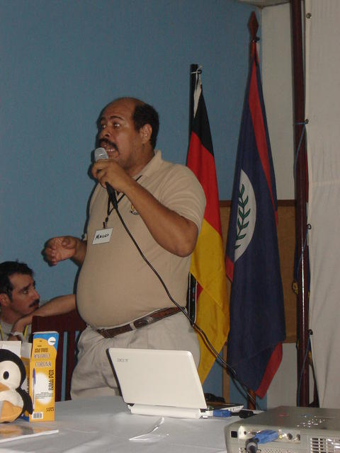Mauro, presenting the Panamá Free Software communities